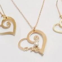 סט תכשיטים בעיצוב אישי - שרשרת שם בצורת לב