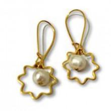 עגילי פנינה ופרח זהב