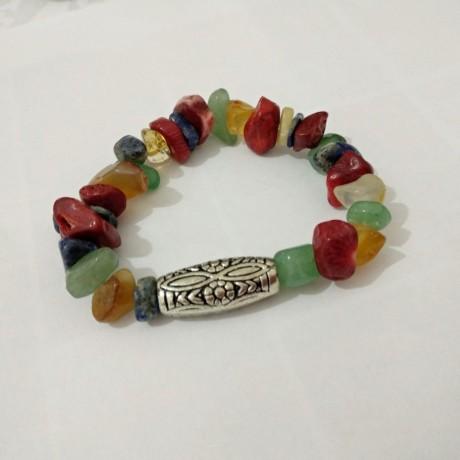 צמיד צבעוני בסגנון בוהו עם חרוזי אבנים אמיתיות